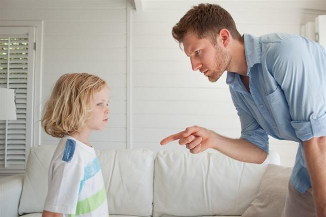Oğlak (23 Aralık-20 Ocak)  O tam bir babadır. Saygı ve itaat bekleyecek, karşılığında fedakar ve dürüst olacaktır. Onlar çocuklarını şımartmazlar gerektiğinde cezalandırmayı bilirler. Çocukların görevlerini yapıp yapmadıklarına dikkat edecektir ama onların faaliyetlerine de izin verecektir. Hatta oğlaklar dede olduklarında çok genç görünmeleri ve hissetmeleri sayesinde torunlarıyla da iyi irtibat içinde olurlar. Çocuklarının da kendi gibi güvenilir olmasını isterler.