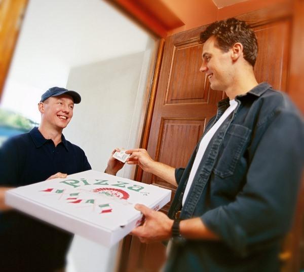 İçinizden geçen 'pizza siparişi'ni dile getirmezsiniz.  Çünkü hiç kimse kapıyı açmaya, ödeme yapmaya yanaşmaz. Zor işlerdir bunlar...