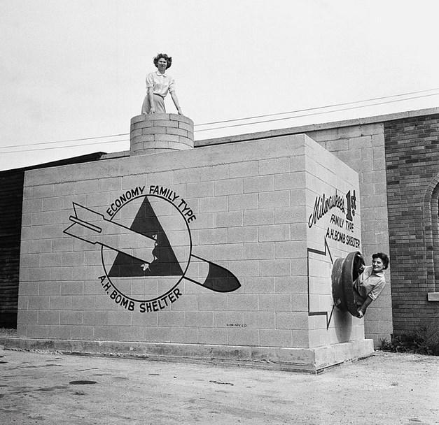 Nükleer Bomba Sığınağı  Eylül 1958 tarihli bu fotoğrafta görüntülenen tasarım, 8-12 kişi kapasitesine sahip bir bomba sığınağı.