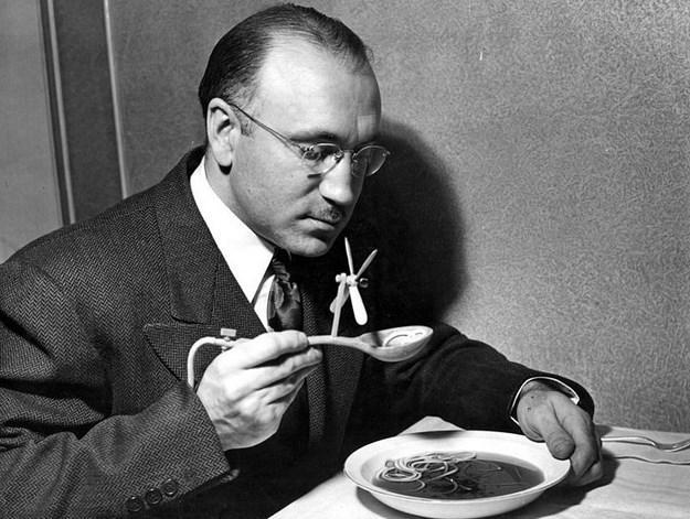 Çorba Soğutucu Kaşık  Nasıl çalıştığı fotoğrafa bakıldığında rahatça anlaşılan bu icat, 1948 yılına ait.