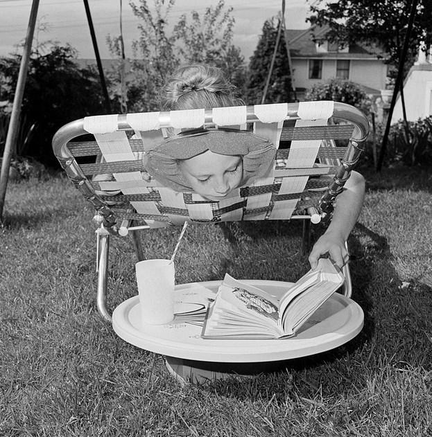 Güneşlenme Sandalyesi  1964 yılında, 10 yaşındaki Marne Smith tarafından üretilen fikir, güneşlenme sırasında yaşanan boyun tutulmalarını önlemek için düşünülmüş.