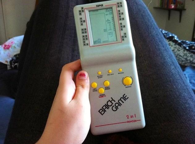 Tetris  Bir zamanlar akıllı telefon yerine bunu götürürdük her gittiğimiz yere. Ama şimdi hiçbir oyun da bunun verdiği tadı veremiyor be!