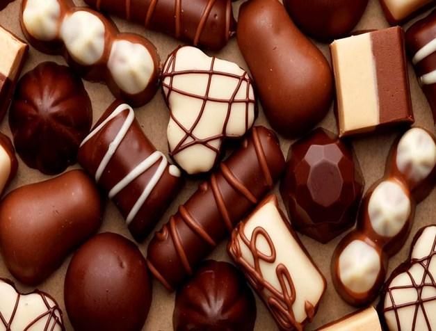 Çikolata  Diyetinizi bozan en büyük düşmanınız; çikolata. Kesinlikle uzak durmanız gereken çikolatayı çok sevdiğinizi biliyoruz ama bu noktada sadece bitter çikolataya izin var :)