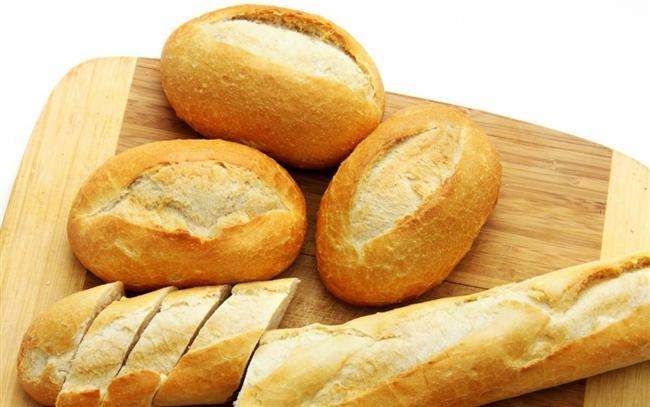 Beyaz Ekmek  Sıkı bir diyet programı uygulamasa bile, kilolarından kurtulmak isteyen her kişi öncelikle ekmek yemeyi bırakır. Ama burada dikkat edilmesi gereken ekmek tüketmemek değildir. Yememeniz gereken, beyaz ekmektir. Kepek ekmekleri ya da tam tahıllı ekmekleri gönül rahatlığıyla tüketebilirsiniz.
