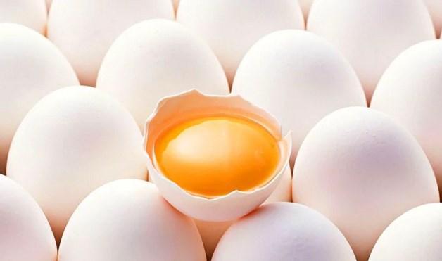 Yumurta  Yine kahvaltınızda tüketmeniz gereken besinlerden bir diğeri de, yumurta. Diyet kahvaltılarınızda bulundurmanız gereken yumurtayı her gün olmasa bile en azından gün aşırı yemelisiniz. Fazla da yemeyin, civciv çıkartırsınız sonra :)