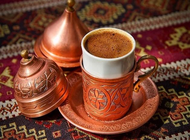 """Türk Kahvesi  """"Bir fincan kahvenin 40 yıl hatırı var."""" dediklerinden midir bilinmez ama ara öğünlerinizde Türk kahvesi içebilirsiniz. Kimsenin Türk kahvesine hayır diyeceğini sanmıyoruz :)"""