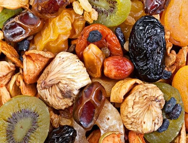 Kuru Meyve  Yanınızda bulunduracağınız 1-2 avuç kadar kuru meyveyi, diyetiniz sırasında ara öğünlerinizden en az bir tanesinde mutlaka tüketmelisiniz.