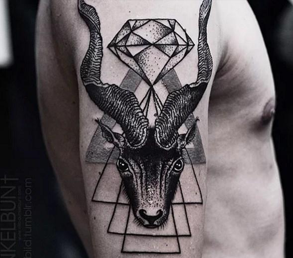 Keçi Dövmeleri  Hristiyanlar için şeytani bir sembol olarak görülse de keçiler bundan tamamen farklı bir durumdadır. Yiğitlik, şehvet, inatçılık ve açıkgözlülük en bilinen özelliklerdir. Güçlü seksüel etkileşimleri vardır. Erkeğin seks gücünü simgeler.