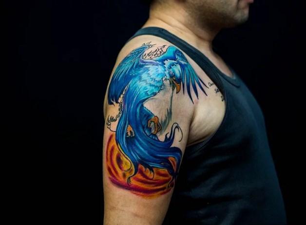 Anka Kuşu (Phoenix) Dövmeleri  Bilindiği üzere Anka kuşları efsanevi kuşlar olup küllerinden yeniden doğdukları için yeniden diriliş anlamını taşımaktadır.