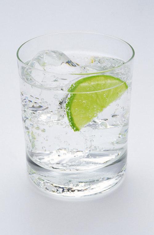 Son olarak mineral eksikliğine dikkat etmelisiniz.  Baş ağrısının baş sebeplerinden biri de mineral eksikliği, bu nedenle mineral dengenizi korumak için günde en az bir şişe maden suyu içmelisiniz.