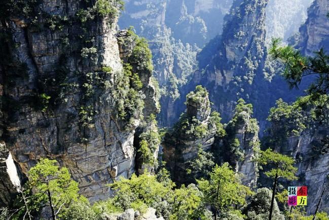 GİDEN GELMİYOR ACEP NE İŞTİR  Antalya'nın Akseki ilçesinde bulunan 'Giden Gelmez Dağları' adından da anlaşılacağı üzere aldığı insanı geri vermeyen ve bu nedenle birçok efsaneye konu olan bir yer. Burası başka bir yerde göremeyeceğiniz bir yeryüzü şekline sahip. Kayaların kırıklı bir görüntüsü var ve bıçak gibi keskin. Üstelik basılan yer aniden derin bir çukura dönebilecek bir yapıda.