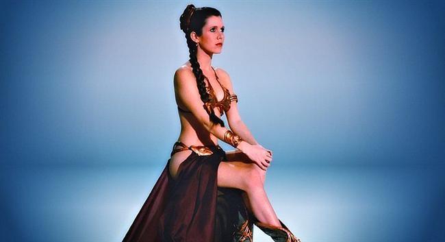 Carrie Fisher  Star Wars'da  oynadığı Prenses Leia rolüyle hepimizin gönlünde taht kuran Carrie Fisher meğer pişmanmış. Her yerde oyuncakları satılan, hayranlarından ve tacizcilerden gelen mektuplardan ve mesajlardan bıkmış anlaşılan güzel oyuncu. Hatta George Lucas'a hayatımı mahvetti bile demiş.