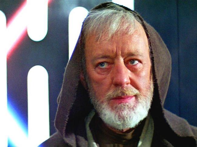 Alec Guinness Daha ciddi filmlerin oyuncusu olarak tanınan Alec Guinnes senaryosunu kötü bulduğu Star Wars serisinde oynadığı için pişmanmış. Filmde ölmesi hemen üstüne atladığı bir fikir olmuş bu yüzden. İmza isteyen küçük bir hayranına filmi bir daha izlememesi karşılığında vermiş imzasını. Çok ayıp!