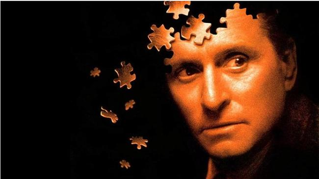 """Oyun / The Game (1997)  IMDb: 7.8  David Fincher'ın gizem dolu filmlerinden biri daha. Tüm hayatı kontrol altında olan bir adamın doğum gününde bu kontrol tamamen elinden çıkar ve kime, neye inanacağını bilemez duruma düşer. Çözmesi gereken çok soru vardır.  Bir izleyici yorumu: """"Bir o yana bir bu yana....ters köşe ede ede izleyiciyi hayretler içinde bırakan müthiş bir gizem-gerilim;filmdeki olayların hangisi gerçek hangisi feyk ayırt etmek gerçekten zor"""" / qep-che"""