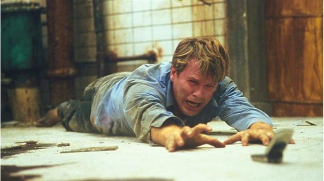 """Testere / Saw (2004)  IMDb: 7.7  Yakın dönemin klasikleşmiş gerilim filmi demek yanlış olmaz. Jigsaw karakteri efsane karakterler arasındaki yerini aldı. Ondan kurtulmak isteyen kurbanları hayatta kalmak için pek çok bulmaca çözmek zorunda.  Bir izleyici yorumu: """"Hiçbir filmde bulamayacağınız bir final sahnesine sahip. Bir katil ve korku filmi gibi izlemeyin. İnsanların yaptığı hataları kendilerine başka şekilde sunan bir seri katil..."""" / HDMania"""