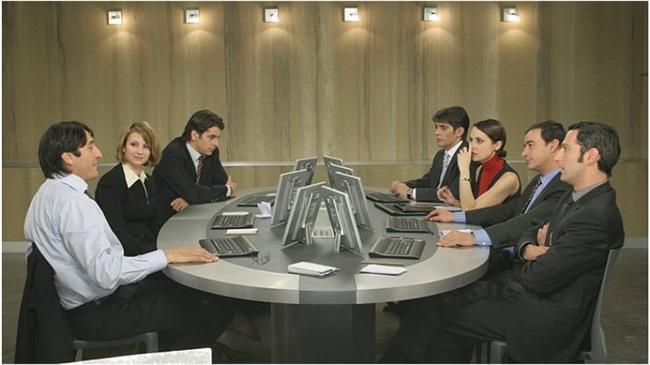 """Metot / El método (2005)  IMDb: 7.3  İş başvurusu için bir dizi testten geçen elemanların mücadelesi olayı çok farklı boyutlara götürüyor.  Bir izleyici yorumu: """"Kapitalizme ciddi bir eleştri. İş/para için vahşileşmeye güzel bir örnek. İzlenesi filmlerden..."""" / kullanicixx"""