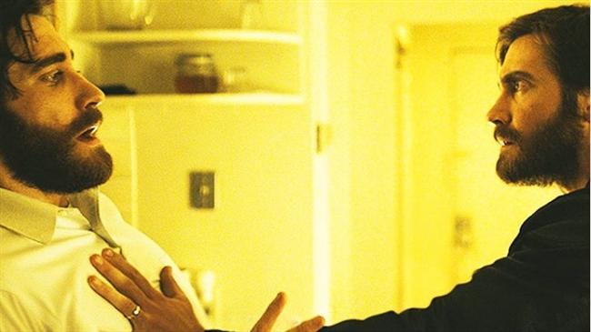 """Düşman / Enemy (2013)  IMDb: 6.8  Denis Villeneuve filmlerinde görmeye alıştığımız miktarda gizem ve gerilim bir arada. Filmde neler olduğunu çözmek için bir defa izlemek yeterli olmayacaktır.  Bir izleyici yorumu: """"Arıza, durağan, garip, farklı... izlerken çok fazla konsantre olmanızı öneririm"""" / denisilin"""