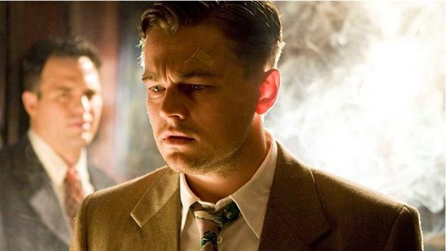 """Zindan Adası / Shutter Island (2010)  IMDb: 8.1  Bir Martin Scorsese ve Leonardo DiCaprio buluşmasının sonucu olarak yeni bir başyapıta imza atılmıştı. Zindan Adası'na çağrılan dedektifimiz kendini arıyorken olmaktan korktuğu yerde midir?  Bir izleyici yorumu: """"Film, insanın hayatını sorgulamasını sağlıyor. Bence herkes filmi izledikten sonra""""Acaba ben de mi böyleyim?"""" diye düşünmüştür."""" / qazad"""