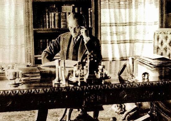 27 Şubat 1938  Atatürk'ün, akşama doğru şiddetli bir burun kanaması geçirmesi (Bu kanama nedeniyle, akşam Balkan Antantı üyeleri şerefine verilen yemeğe geç gelmiştir).