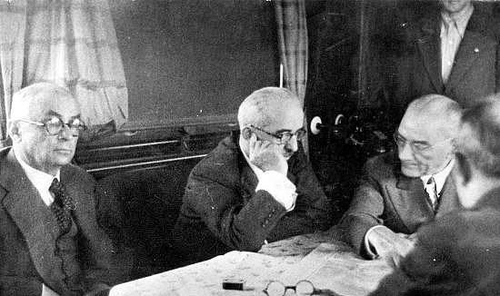 """15 Mart 1938  Atatürk'ün, Başbakan Celâl Bayar'ı kabulü ve onun yabancı hekim getirilmesi isteğini tekrarlaması üzerine cevabı: """"Çocuk, ne yapacaksan çabuk yap; ben hastayım!"""""""