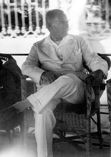 10 Temmuz 1938  Atatürk'ün, gece ateş yükselişinin eşlik ettiği bir rahatsızlık geçirmesi (Yapılan muayene sonucu zatürree başlangıcı teşhisi konulmuştur).