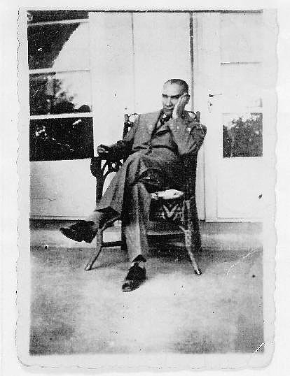 """28 Ekim 1938  Atatürk'ün, akşam Sabiha Gökçen'i kabulü ve söyledikleri: """"Yarın bayram, değil mi Gökçen? Bu günü halkımla, halkımın içinde kutlamak isterdim. Beni Cumhuriyet Bayramı'nda halkımdan uzak tutan bu hastalığa lânet ediyorum"""""""
