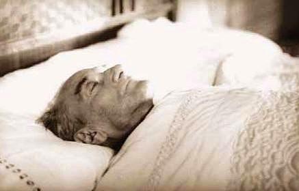 """9 Kasım 1938  Atatürk'te, ağır koma halinin devam etmesi Cumhurbaşkanlığı Genel Sekreterliği'nin, Atatürk'ün sağlığıyla ilgili olarak saat 10.00, saat 20.00 ve saat 24.00'te olmak üzere üç bildiri yayımlaması (Saat 24.00'teki bildiride """"Umumî durumun tehlikeli bir hal aldığı"""" bildirilmiştir)."""