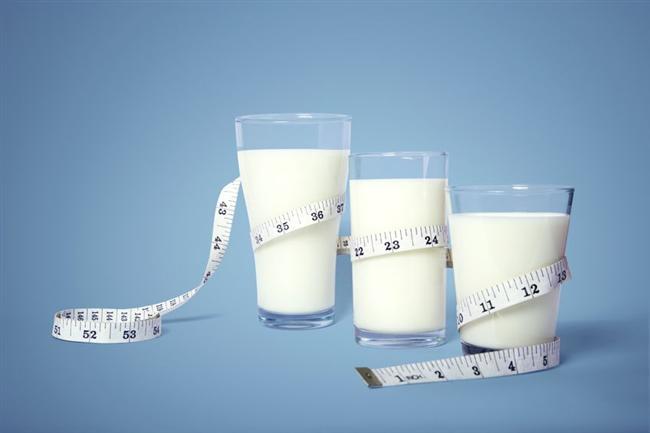 Düzenli olarak her gün içilen iki bardak süt de düzensiz ve sağlıksız beslenmeyle alınan kiloları önlemede önemli.
