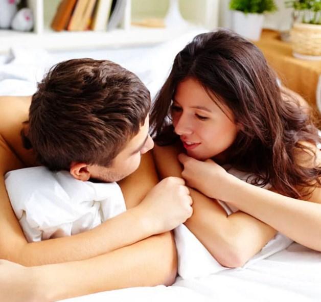Orgazmlar sonrası daha konuşkan olursunuz.  Orgazm sonrasında neden çenenizin düştüğünü hiç merak ettiniz mi? Nedeni, orgazm sonrası beyninizin salgıladığı -mutluluk hormonu- oksitosin hormonu.
