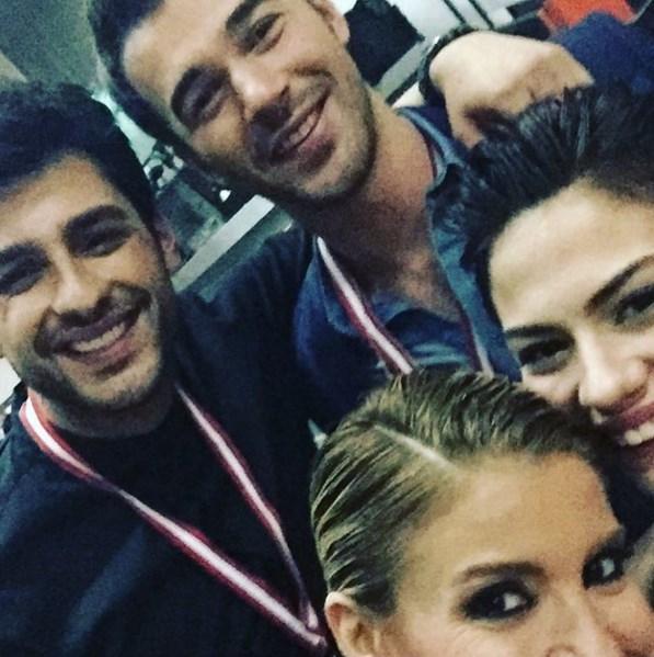 Gülben Ergen  Çilek Kokusu ekibi selfie ✨ #BeyazShow Demet&Yusuf&Ekin #ÇilekKokusu ✨