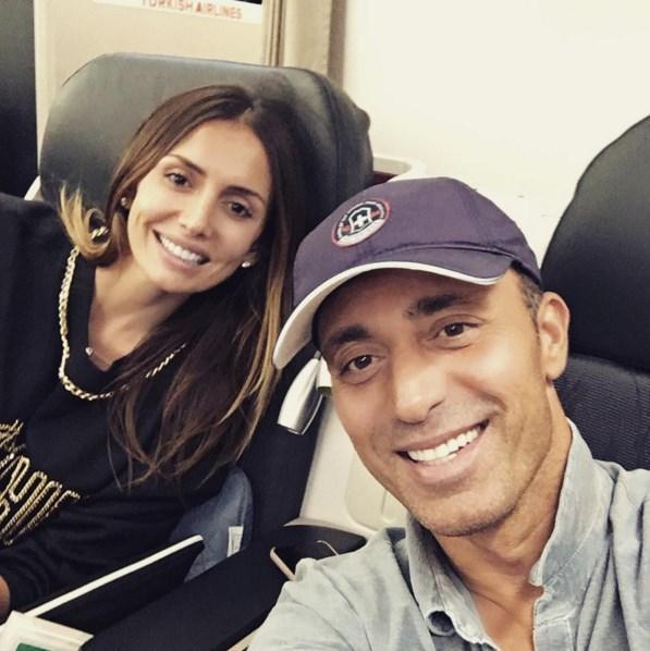 Mustafa Sandal  Biz gideriz Hong Kong'a uçak moduna geçiyoruz:) @yaemina