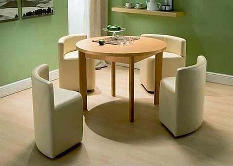 1.Bak sen olsan konu komşu görsün diye bu masayı ve sandalyeleri böyle tutarsın :)