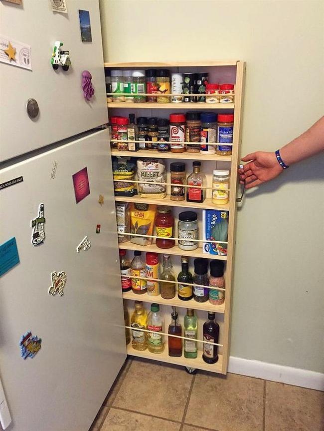 6. En büyük derdimiz, mutfağım çok küçük, hiçbir şeyi sığdıramıyorum.  Yahu adam buzdolabının yanındaki kıl kadar aralığa kıtlık zamanında yetecek gıda stoku yapmış be, sen ne diyorsun?
