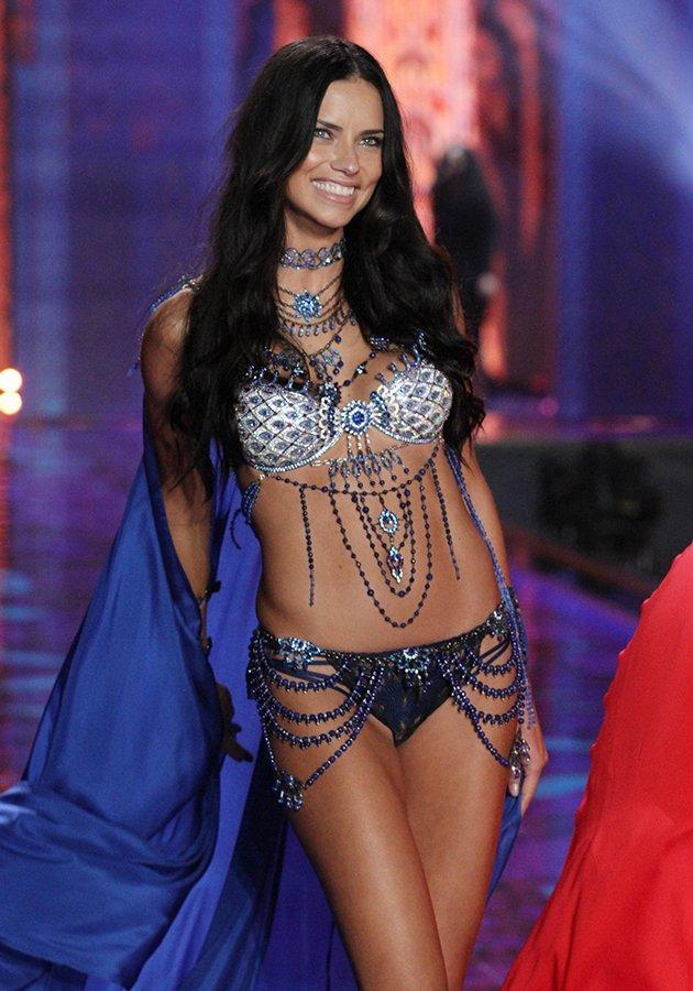 Adriana Lima markanın yıllardır vazgeçemediği modellerden.