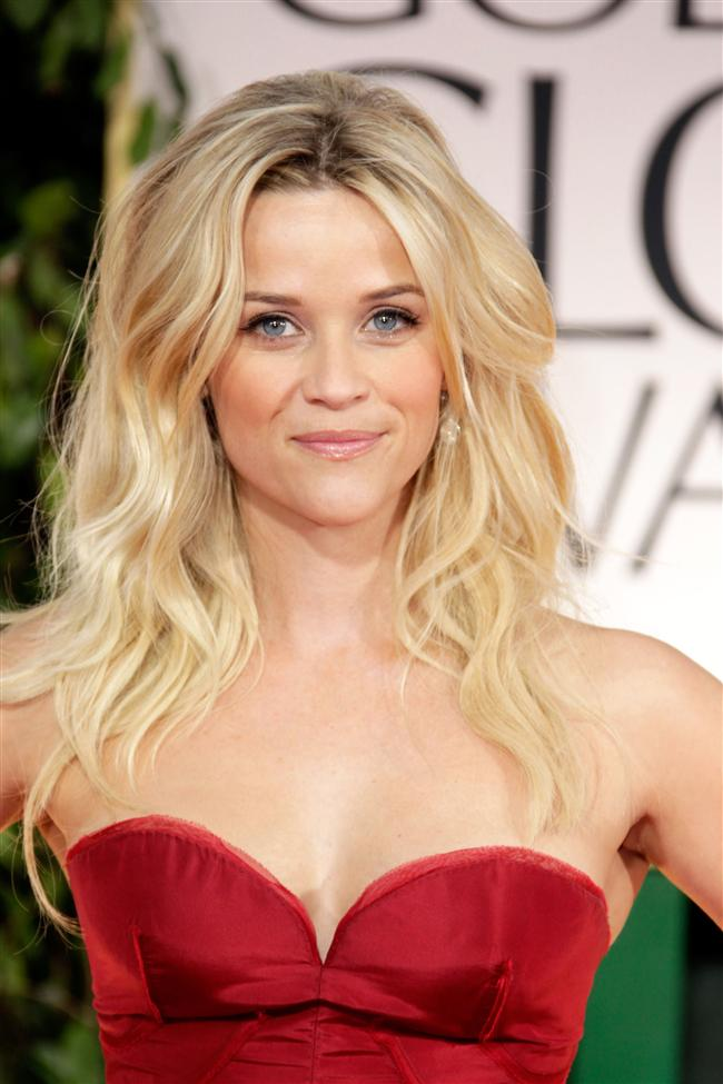 Reese Witherspoon evinde bir melek gibiymiş. Üç çouk sahibi olmasına rağmen evini her zaman düzenli ve temiz tutarmış. Yani yanında çalışanlara yapacak fazla iş bırakmazmış. Ayrıca kendi giymediği pahalı tasarım elbiselerini de yardımcılarına hediye edermiş.