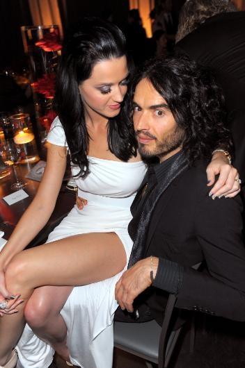 Katy Perry, İngiliz komedyen Russell Brand ile evlendiğinde yer yerinden oynamıştı. Ayrıldığı zaman da aynı şey oldu. Ama ünlü çiftin ayrılık hikayesi ilginç.