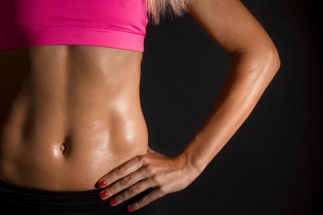 Hangi göbek nasıl erir?  İngiliz vücut geliştirme uzmanı James Duigan yaz mevsiminin gelmesiyle birlikte herkesin sahip olmak istediği düz bir karnın sırlarını açıkladı... Elle Macpherson ve Rosie Huntington-Whiteley gibi ünlü modellerin spor koçluğunu yapan Duigan, 5 farklı göbek çeşidi olduğunu, hepsine ayrı egzersiz ve beslenme yöntemleri uygulanması gerektiğini dile getirdi. İşte Duigan'ın 5 değişik tip için zayıflama önerileri...