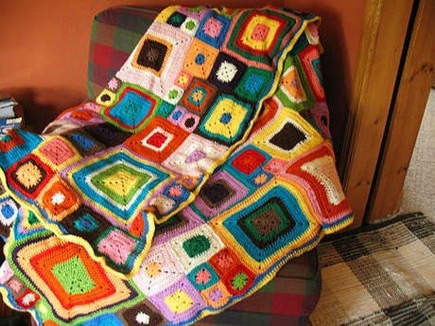 Yine babaannemizin-anneannemizin evinde gördüğümüz şu el örgüsü battaniyeler... Ve tabii altında uyuyakalmak.