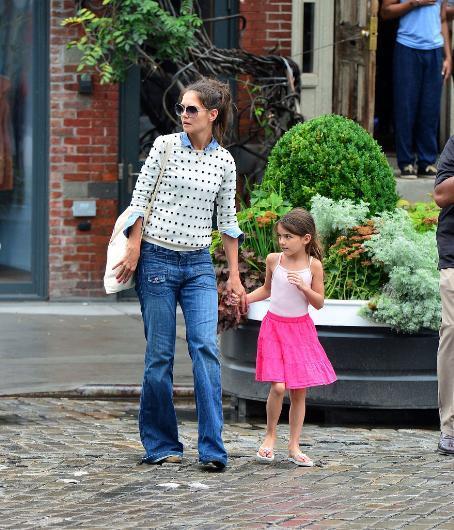 Tom Cruise ile olan evliliğinden Suri adında bir kızı var.
