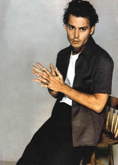 JOHNNY DEPP  Johnny Depp 90'ların en ünlü aktörlerindendi.