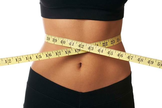 2-Bel çevresi ölçümü  Nedir? Kadınlar için ideal bel ölçüsü 82 santim, erkekler için de 88.5 santimdir.   İşe yarıyor mu? Evet. Dünya çapında birçok sağlık kuruluşu da bu ölçülerin doğru sonuç verdiğini onaylıyor. Karın bölgesindeki yağların  fazla olması, kalp krizi ve diyabet riskini getiriyor. Bu yüzden bel çevrenizin ideal ölçülere yakın olması önemli.  Nasıl yapılıyor? Kumaş bir mezura  alıp leğen kemiğinizin biraz yukarısından belinizi etrafına sarın. Belinizin etrafına tam oturmalı ama çok sıkmanıza gerek yok. Bu şekilde bel ölçünüzü görebilirsiniz.