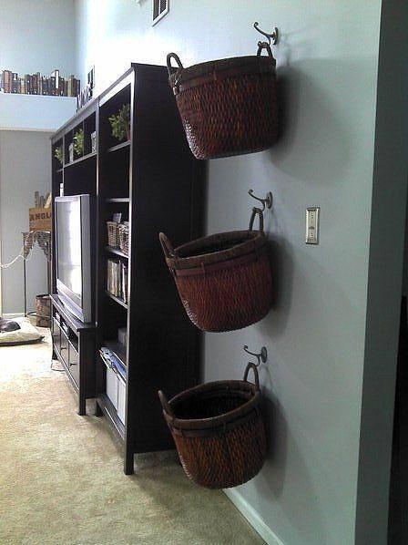 Eviniz dar olabilir, tencereleri, temizlik malzemelerini, dekoratif eşyalarını, kitaplarınızı, bisikletinizi, vs. koymaya yer bulamıyor olabilirsiniz. Peki hiç aklınıza duvarlarınıza bakmak geldi mi?
