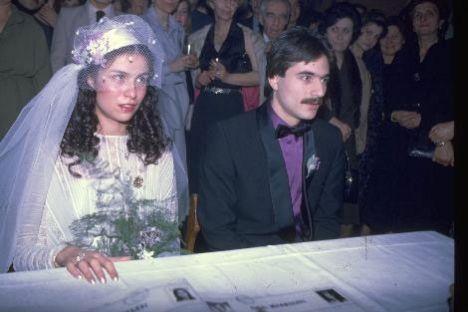 Mehmet Ali Erbil - Muhsine Kamiloğlu  Mehmet Ali Erbil'in ilk medyatik aşkı Muhsine Kamiloğlu'ydu. Bu aşk öyle büyüktü ki, Erbil kısa sürede nikah masasına oturdu. Çiftin, bu evlilikten Sezin ismini verdiği bir kızı oldu.