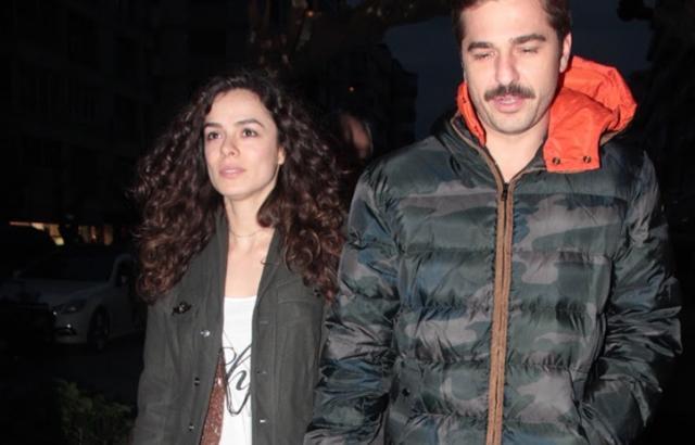 Engin Altan Düzyatan - Özge Özpirinçci  Engin Altan Düzyatan ilk aşkı Özge Özpirinçci ile uzun birlikteliklerinin ardından ayrılmışlardı.
