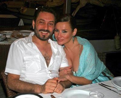 Adı Okan Bayülgen ile aşk dedikodularına karışan Deniz Seki, bu ilişkiden sonra Hüsnü Şenlendirici ile aşk yaşadı. Şimdilerde ise Faruk Salman ile nikah hazırlıkları yapıyor.