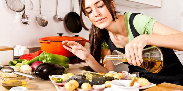 Yemek yapmak:  Yemek yapmak için ömrünüzden ortalama 3 yıl harcıyorsunuz.