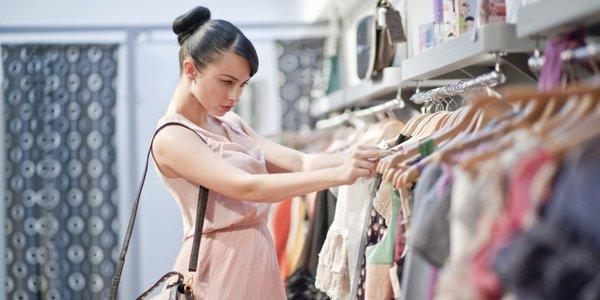 Alışveriş:  Kadınlar, ömrünün 8 yılını mağazalarda geçiyor.