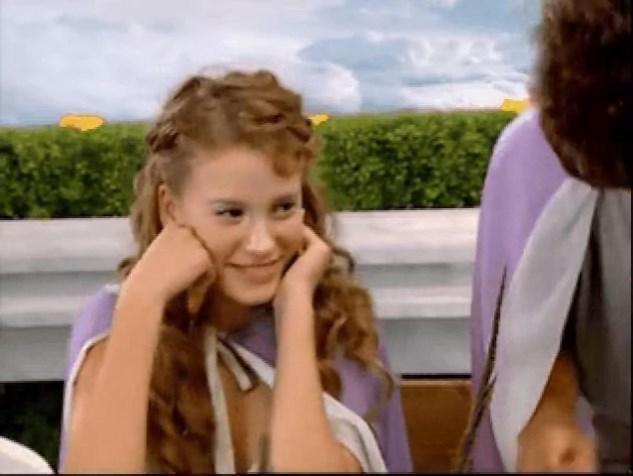 2008 yılında Serenay, dolu dizgin ve entrika dolu aşklar yerine; böylesine saf, naif ilişkileri canlandırırdı.