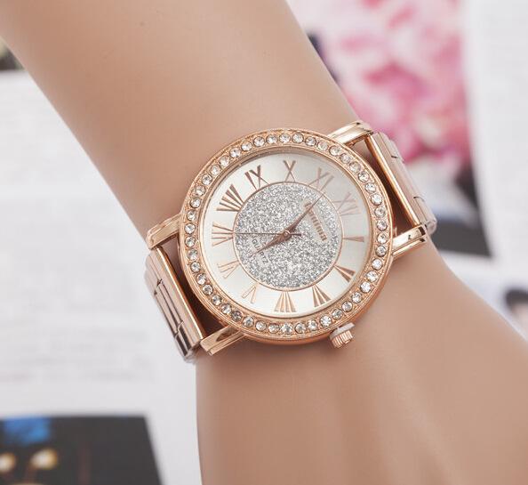 Romantik Bir Saat:  Çalışan bir kadının tarzı saatinden belli olur!