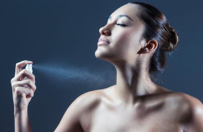 Kendinize Has Kokunuz Olsun:  Sürekli parfümünüzü değiştirmeyin size has bir koku seçin.